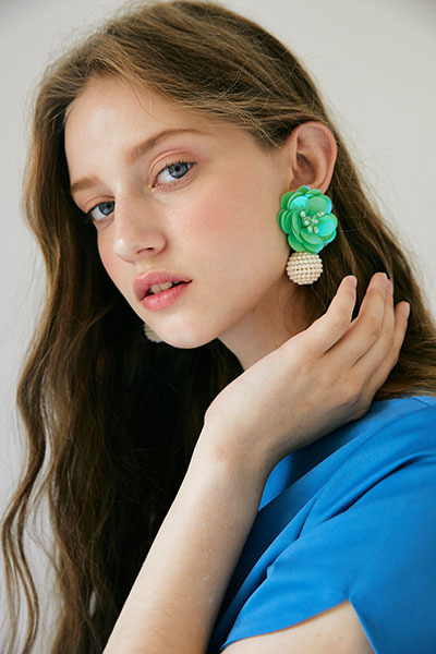 spangle flower earring (green)