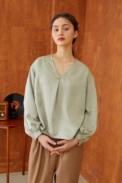 v-neck one tuck blouse (green)