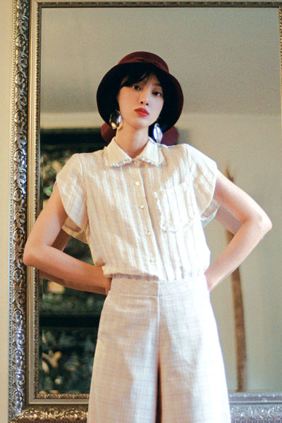 [5/7 예약배송] heart button blouse (beige)