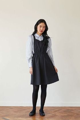 solid apron dress (black)