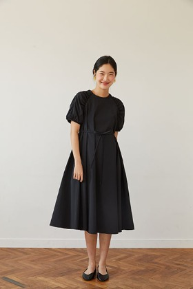 raglan sleeve A-line dress (black)